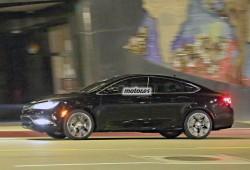 Chrysler 200 2014, cazado con nocturnidad por fuera y por dentro