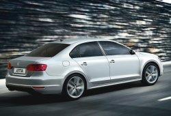 México - Abril 2014: El Volkswagen Jetta nada contracorriente