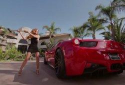 Una modelo despechada, un martillo y un Ferrari 458 Italia, una combinación letal