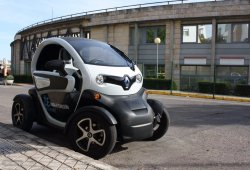 Francia permite conducir el Renault Twizy desde los 14 años