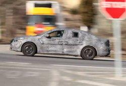 Renault Laguna 2016, en movimiento, ¿presentación oficial el 6 de Julio?