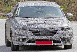 Renault Laguna híbrido 2016, avistada la unidad más eficiente