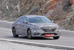 Renault Laguna 2016, su interior al descubierto
