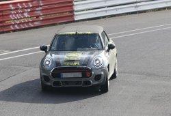 El nuevo MINI Cabrio John Cooper Works se lleva un susto en Nürburgring