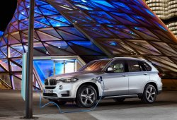 Suecia - Octubre 2015: El BMW X5 xDrive40e pisa fuerte en su estreno