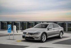 Noruega - Abril 2016: El Volkswagen Passat GTE se hace un hueco