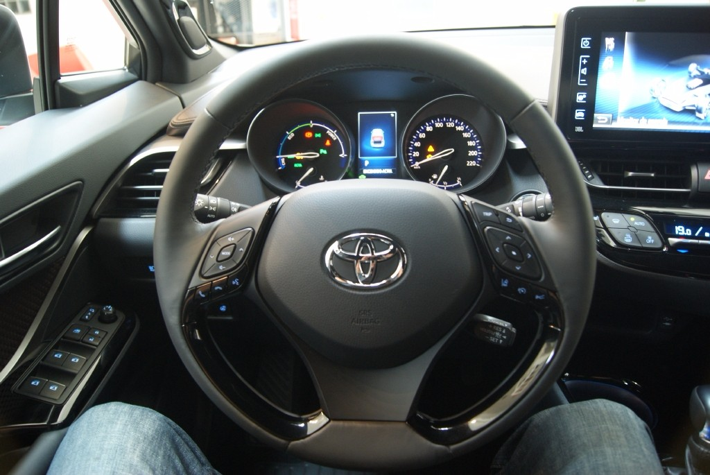 2016 Toyota C-HR Interior revealed - first ever best in ...