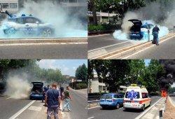 Uno de los BMW i3 de la Policia romana acaba siendo pasto de las llamas
