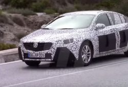 Opel Insignia 2017, 'cazado' en vídeo en las carreteras españolas