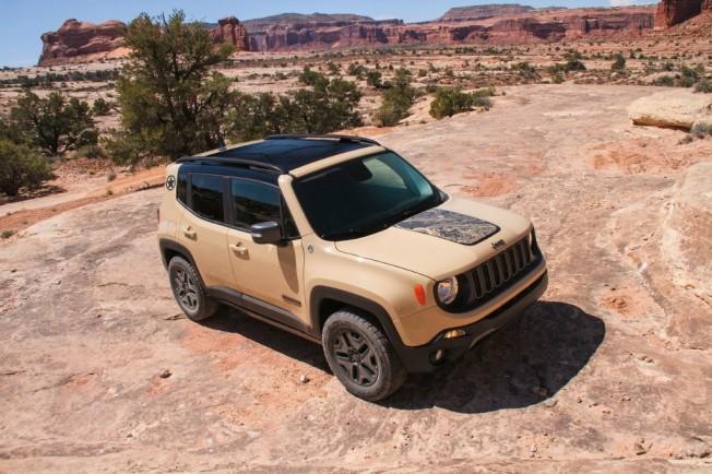 jeep-renegade-desert-hawk-201630553_1.jpg