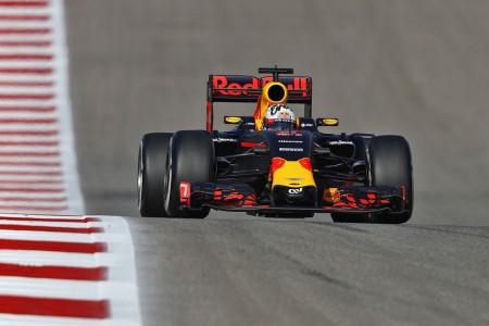 Red Bull divide su estrategia para presionar a Mercedes