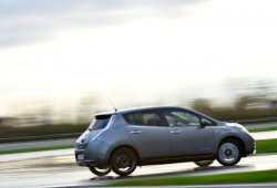 ¿Haciendo drift con un Nissan LEAF? Pues sí, y es muy divertido
