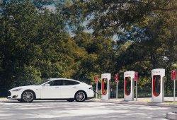 Los supercargadores de Tesla dejarán de ser gratuitos para nuevos clientes en 2017