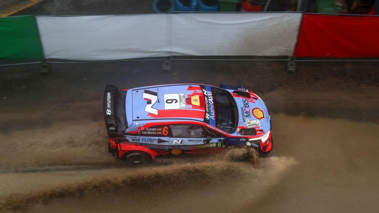 Sébastien Ogier acaricia su séptimo título tras el accidente de Elfyn Evans