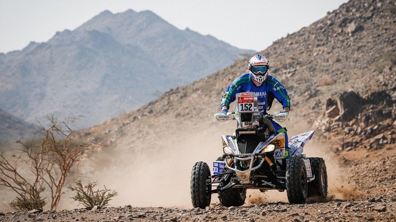 Toby Price conquista la primera etapa y raja las costuras de Honda