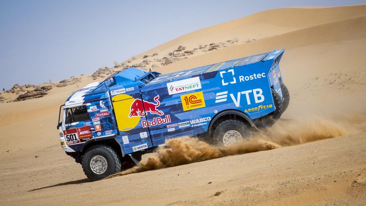 Victoria de Nasser Al-Attiyah en una octava etapa en clave 'Big Three'