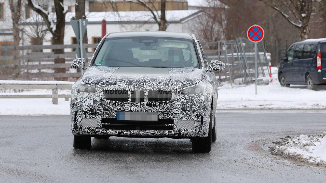 BMW iX1 - foto espía frontal