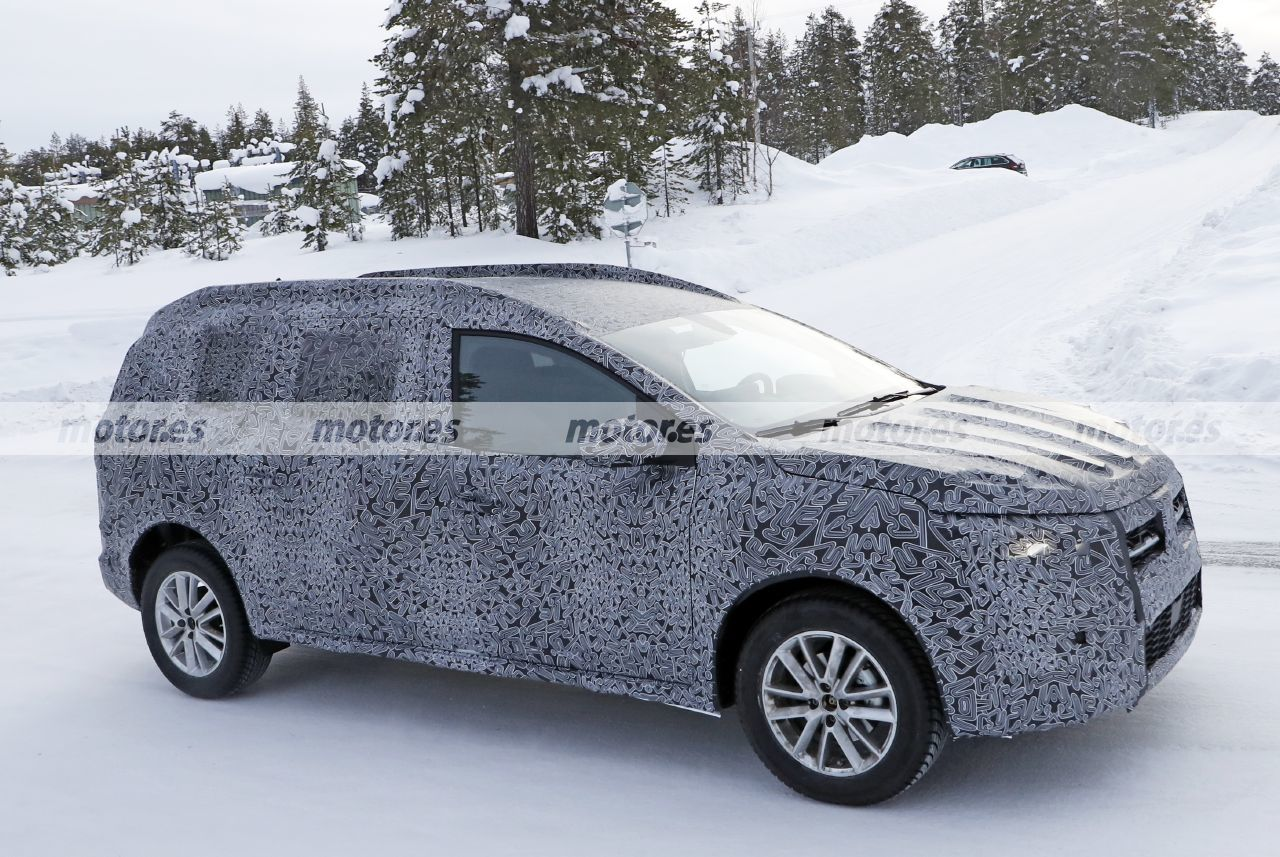 Foto espía Dacia crossover 2022 - exterior