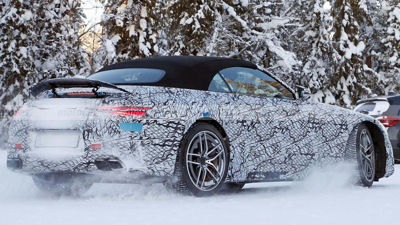 Mercedes SL 2022 - rear spy photo