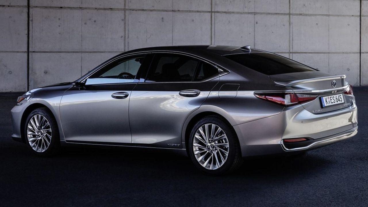 Lexus ES 300h 2021 - posterior