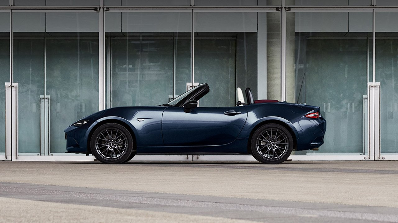 Mazda MX-5 Blue & Red