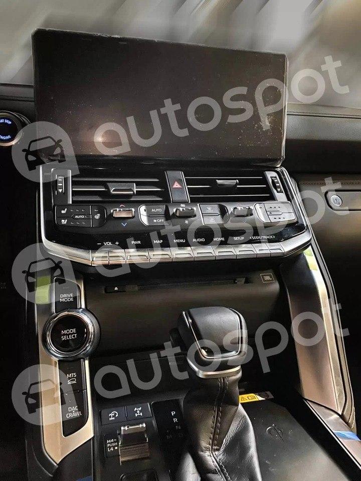 Foto espía Toyota Land Cruiser 300 2021 - interior