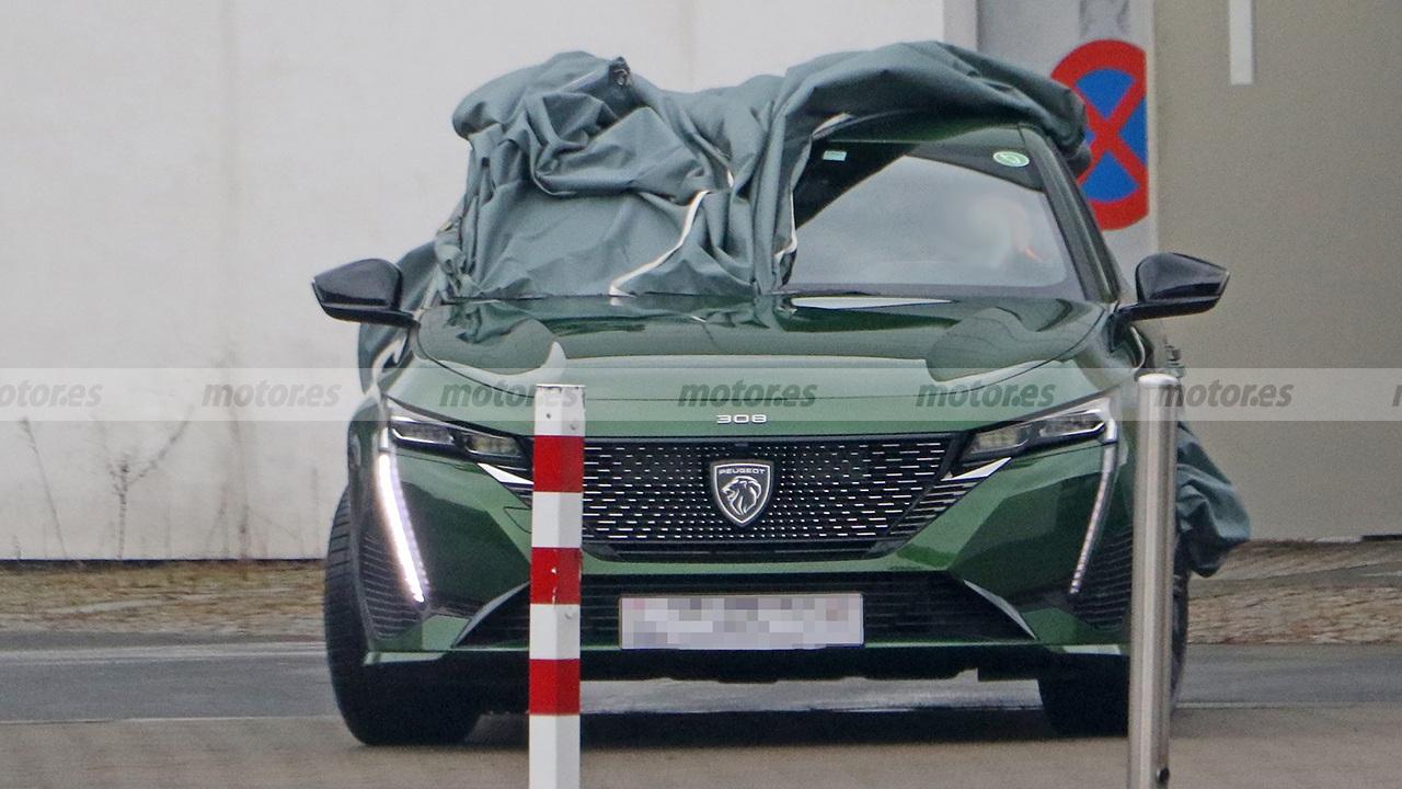 Peugeot 308 2021 - foto espía frontal