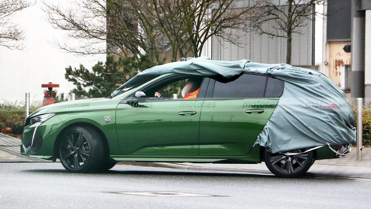 Peugeot 308 2021 - foto espía lateral