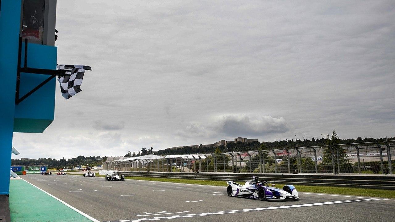 Jake Dennis a los mandos del monoplaza de BMW en la Fórmula E