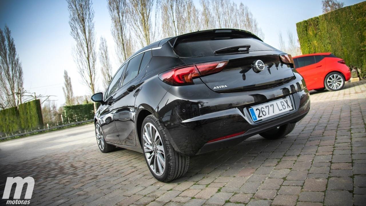 Opel Astra - posterior