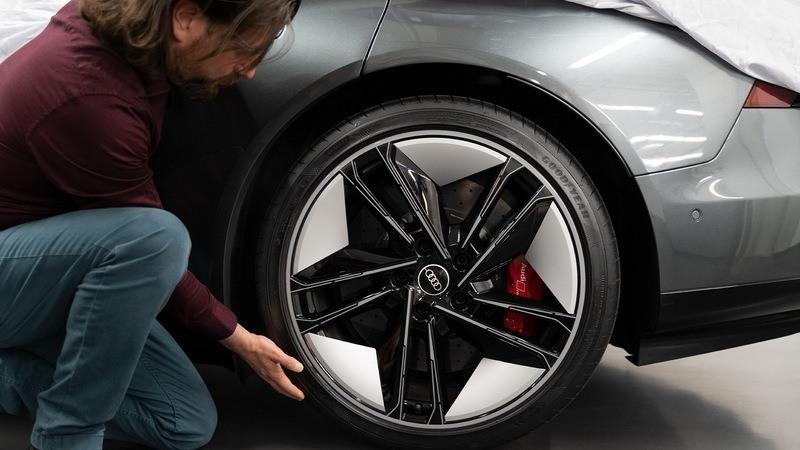 Foto detalle llanta del Audi RS e-tron GT
