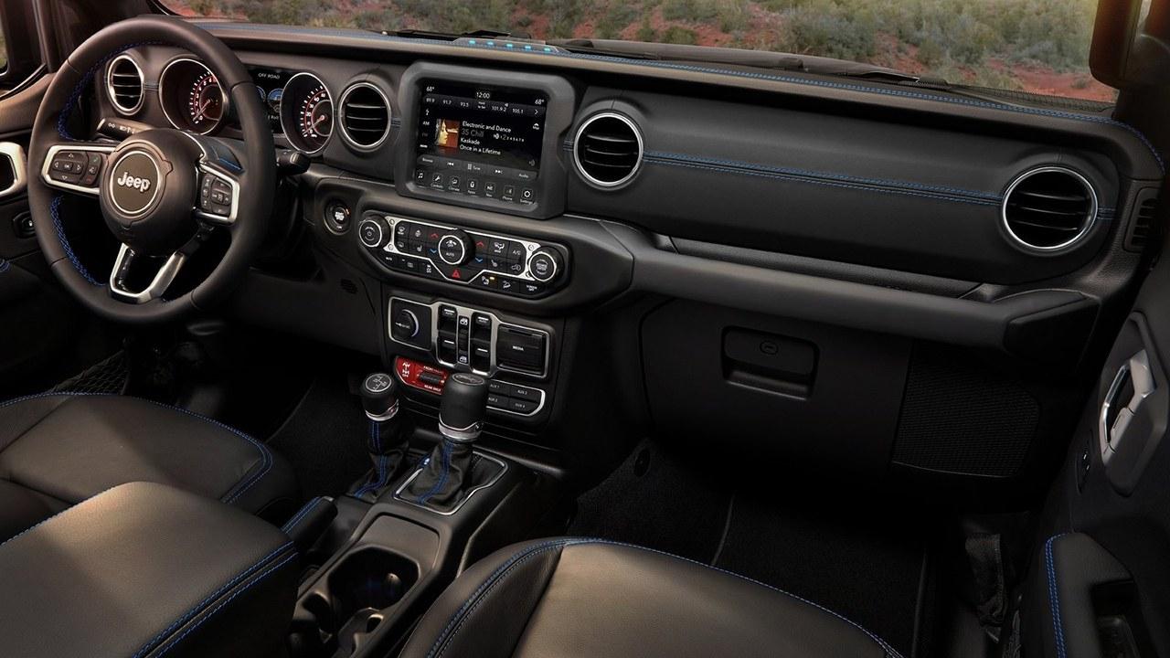 Jeep Wrangler 4xe - interior