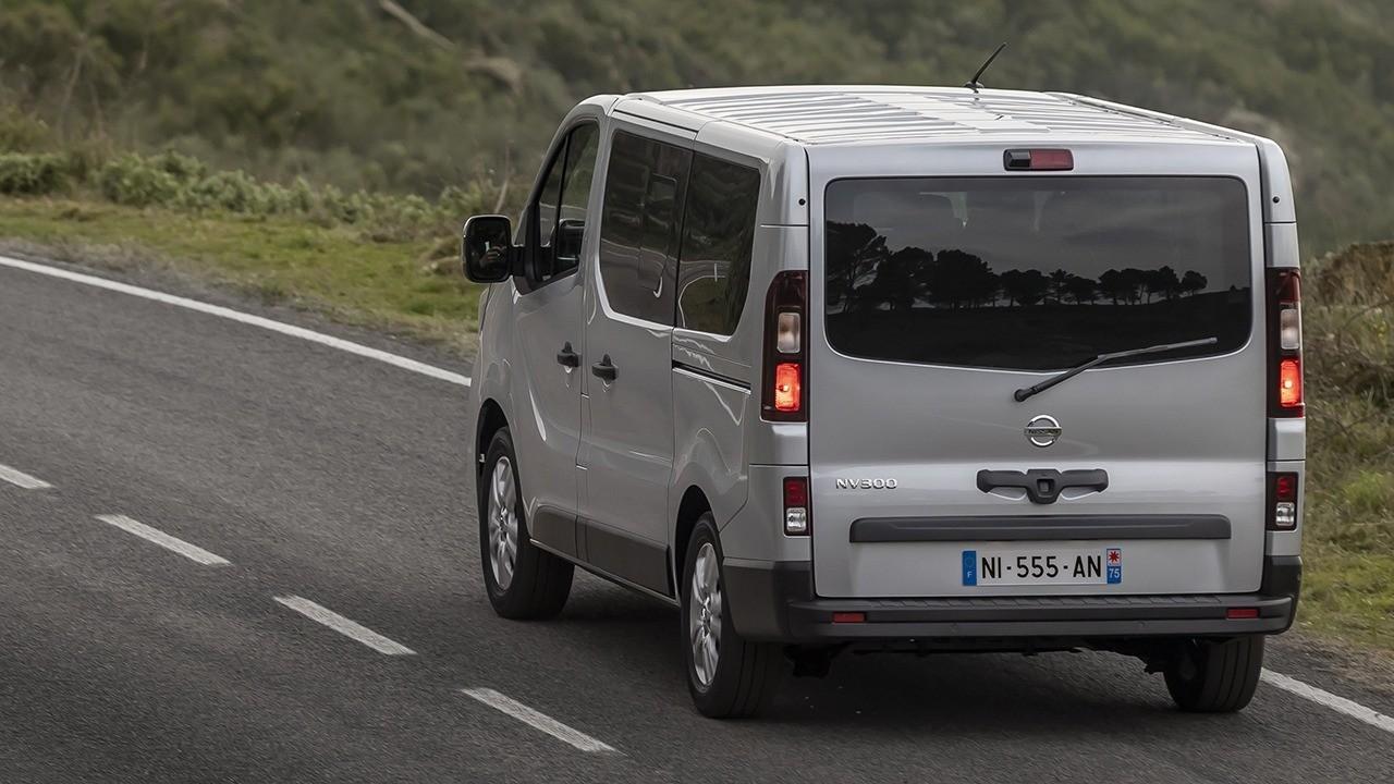 Nissan NV300 Combi 2021 - posterior