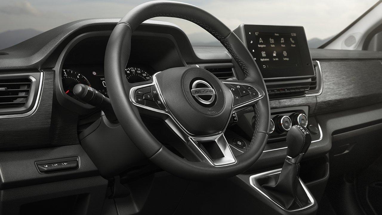 Nissan NV300 Combi 2021 - interior