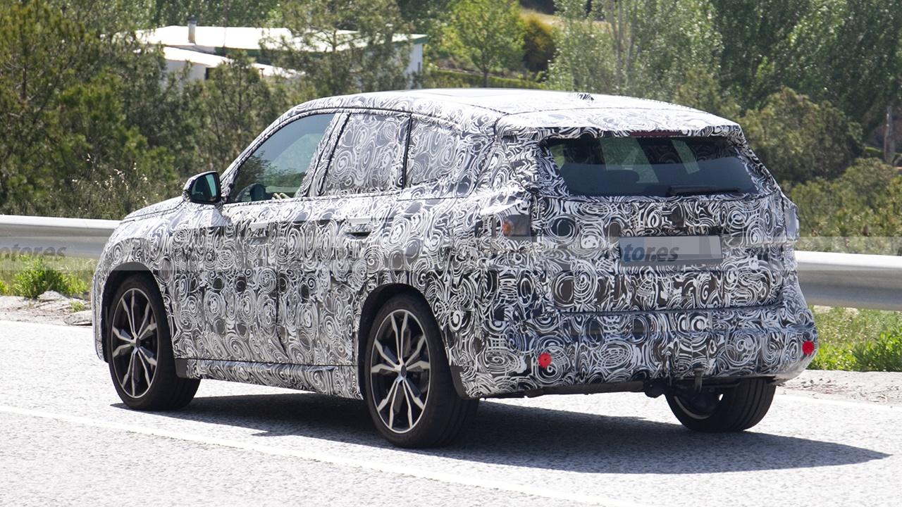 BMW X1 2022 - foto espía posterior