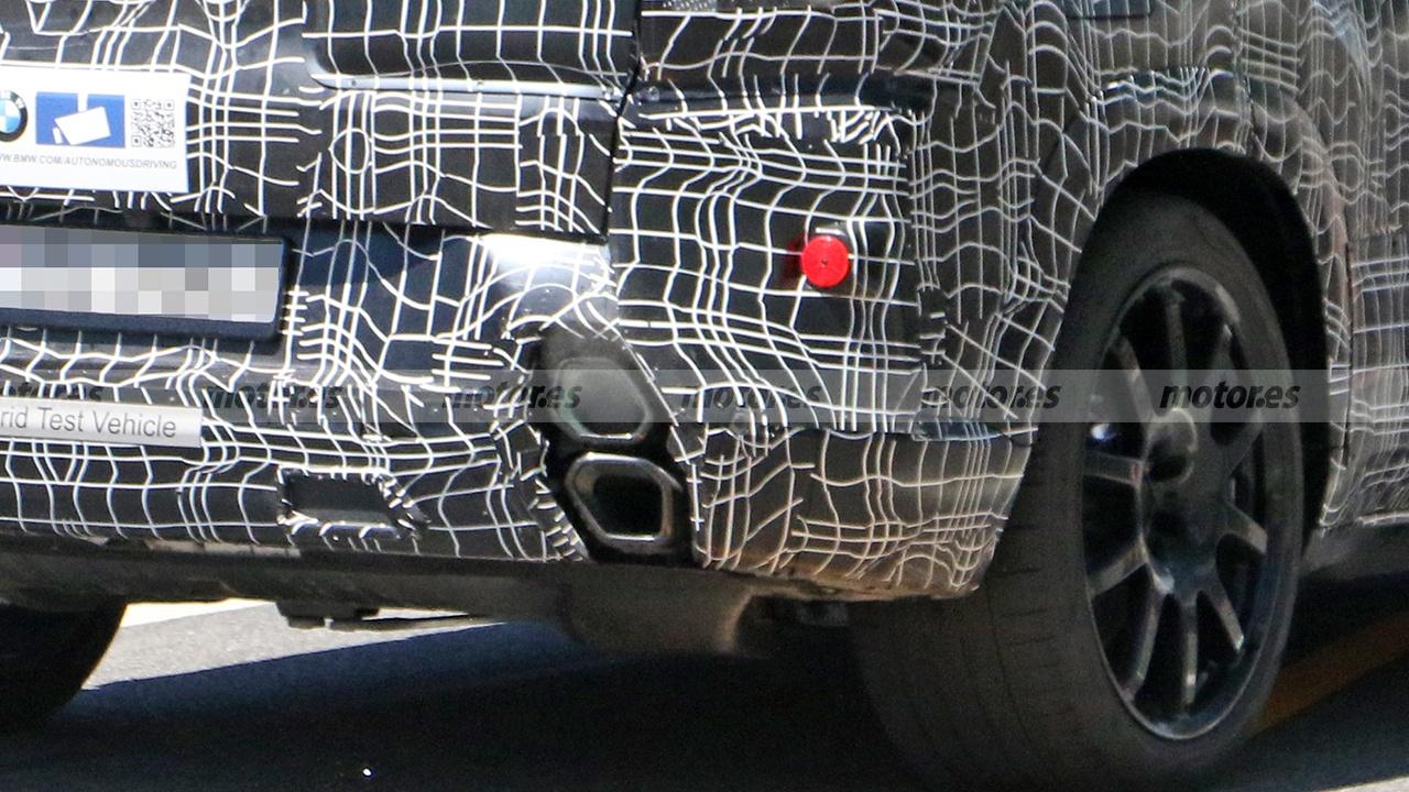 BMW X8 2022 - foto espía posterior