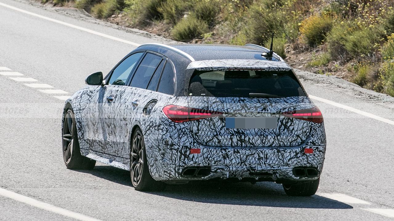 Mercedes-AMG C 63 e Estate 2022 - foto espía posterior