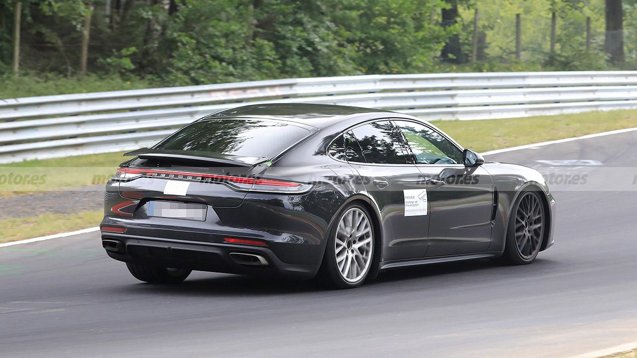 Porsche Panamera 2022 - foto espía posterior