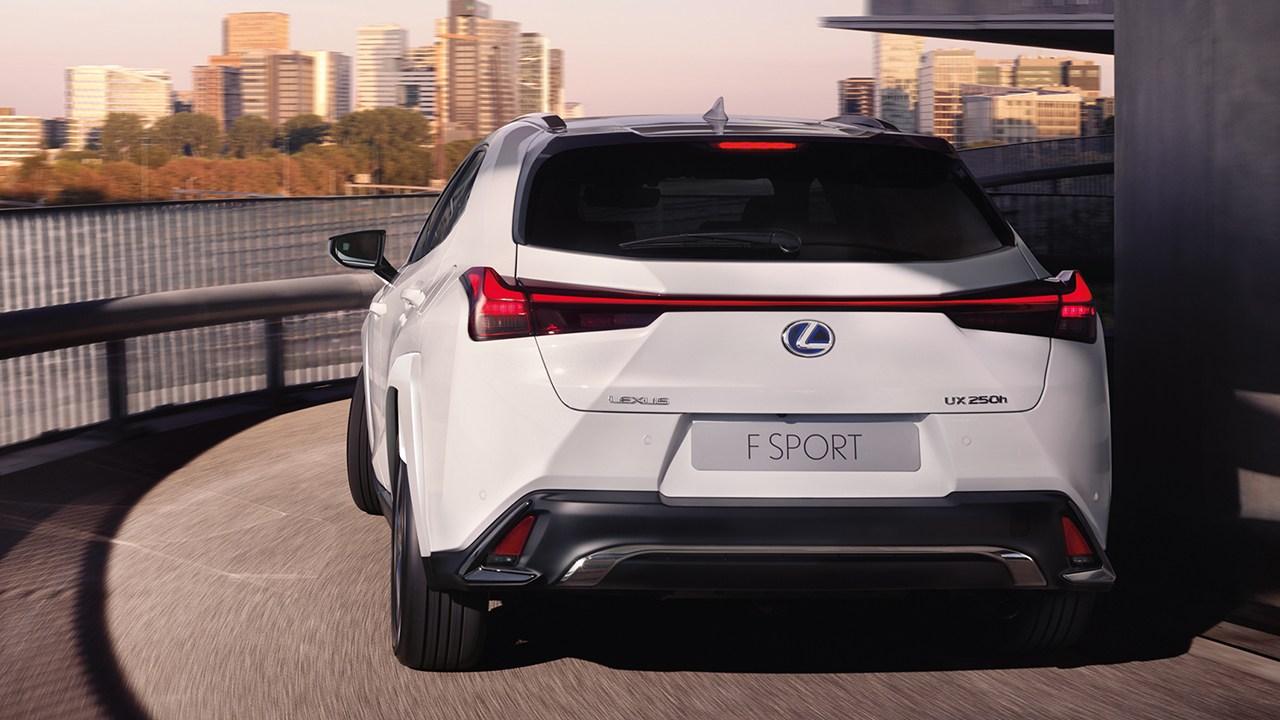 Lexus UX 250h 2022 - posterior