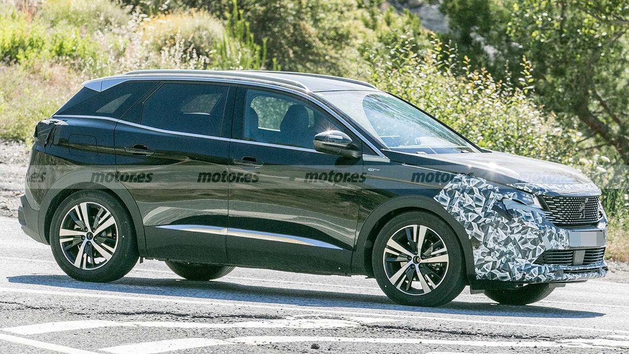 Peugeot 3008 2022 - foto espía lateral