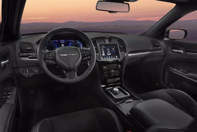 Chrysler 300S 2017 - interior