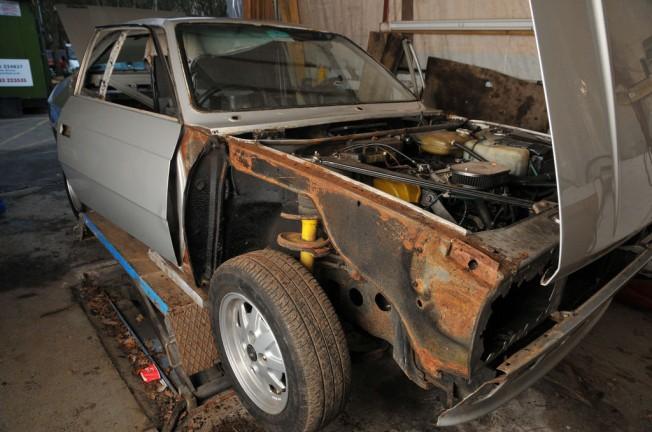 el metal oxidado se vuelve quebradizo y en caso de accidente las pueden ser terribles si se trata de una pieza no vital tiene arreglo en