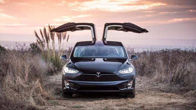 Tesla Model X - frontal