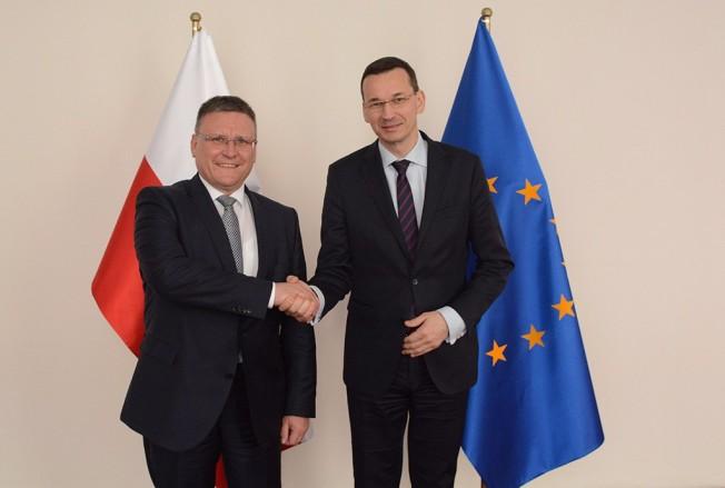 Acuerdo entre Polonia y Daimler AG