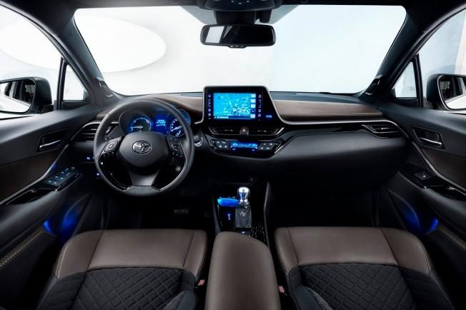 Toyota C-HR - interior