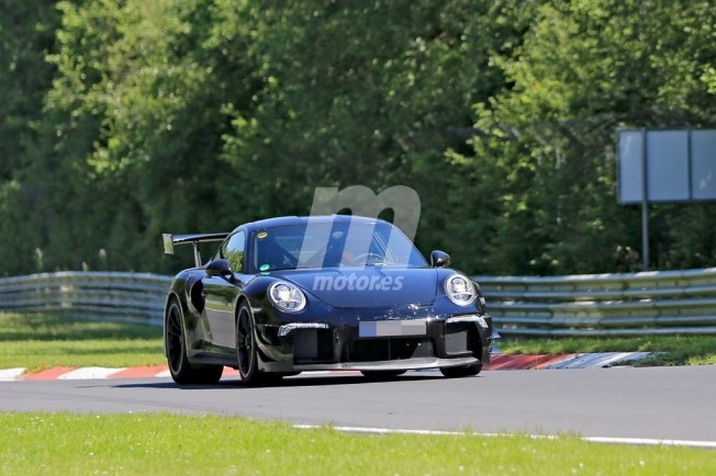 Porsche 911 GT2 RS - foto espía