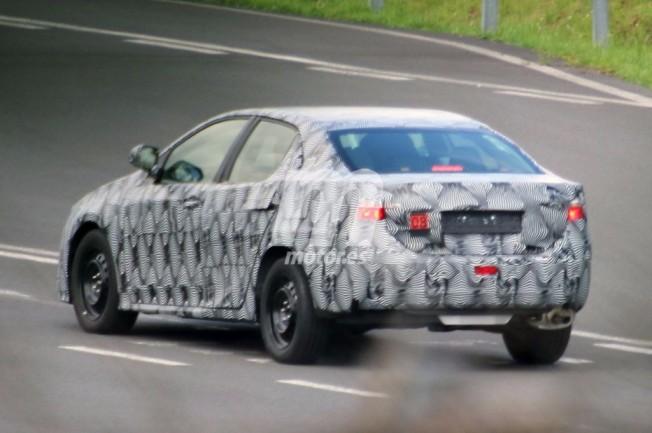 Toyota Avensis 2018 - foto espía