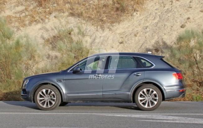 Bentley Bentayga Diesel - foto espía lateral