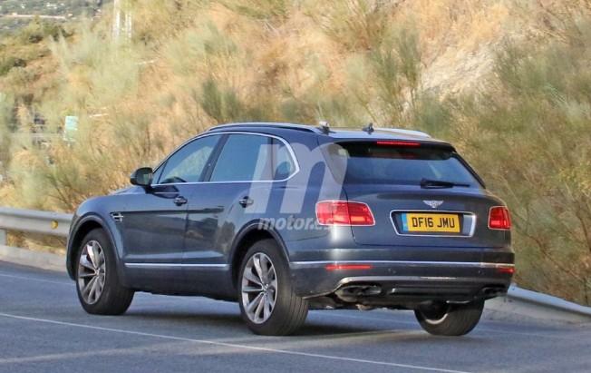 Bentley Bentayga Diesel - foto espía posterior