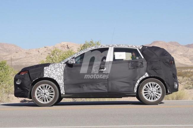 Kia SUV 2018 - foto espía lateral
